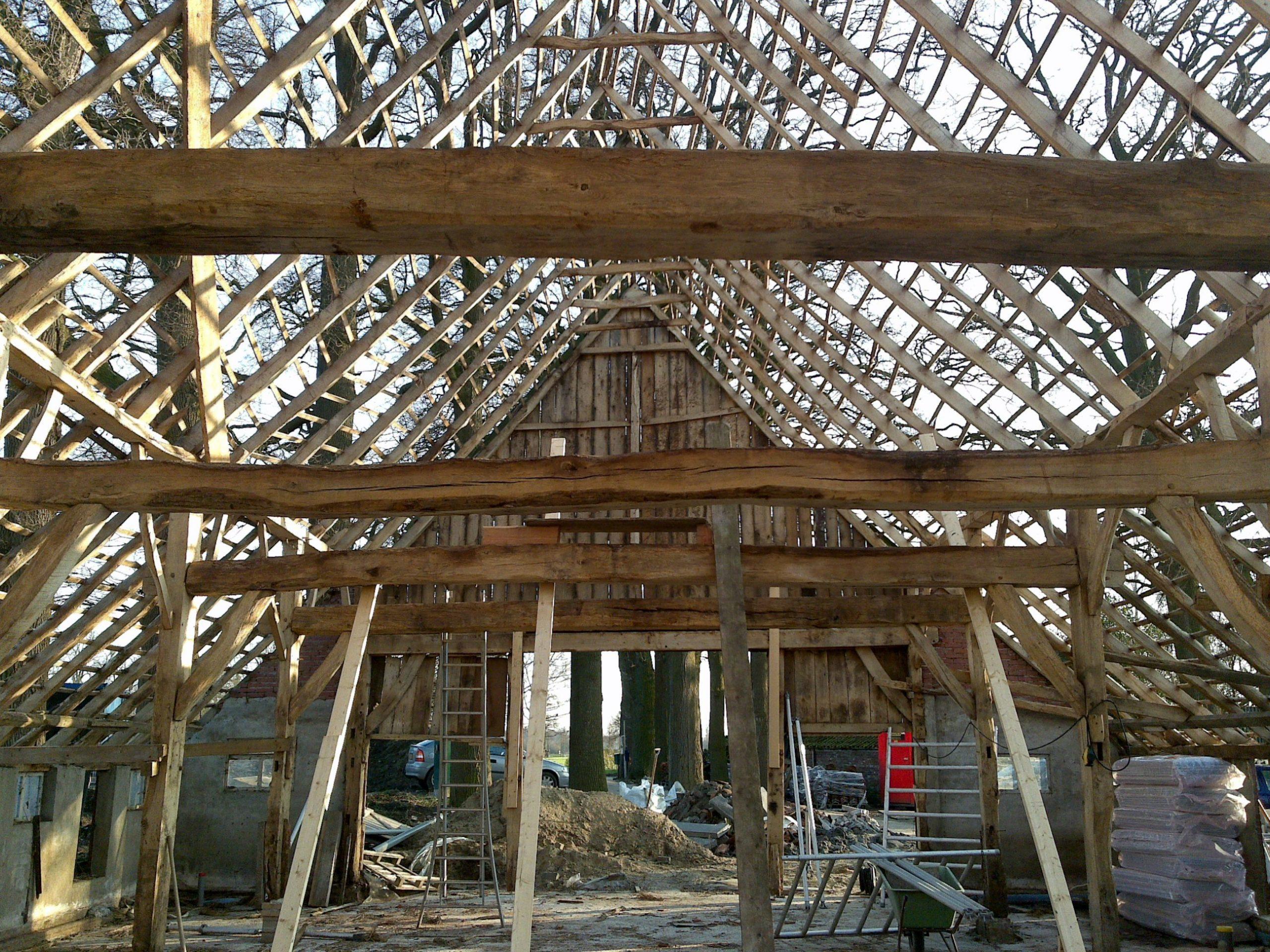Renovatie muren en dak monument bewoonbaar maken